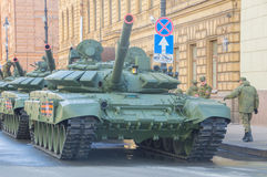 Rússia, St Petersburg, pode sobre 7, 2017 - os tanques em Millionnaya imagem de stock