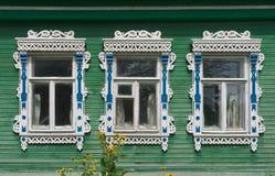 Rússia Vereya Três janelas com cinzelado Foto de Stock Royalty Free
