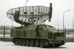 RÚSSIA, VERKHNYAYA PYSHMA - 12 DE FEVEREIRO 2018: ` automotor da armadura do ` da estação de radar P-40 ou 1S12 no museu do equi  Fotografia de Stock Royalty Free