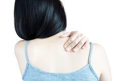 Rückenschmerzen oder schmerzliche Schulter in einer Frau lokalisiert auf weißem Hintergrund Beschneidungspfad auf weißem Hintergr Stockbilder