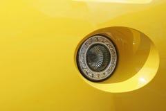 Rücklicht eines gelben Autos Lizenzfreie Stockfotos
