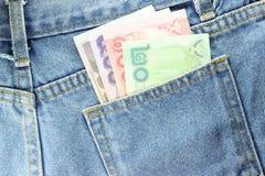 Rückseite Beschaffenheit von Blue Jeans mit Taschengeld Lizenzfreie Stockbilder