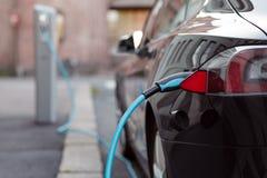 Rückseite der Autoladenenergie stockfoto