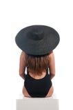 Rückseite der jungen Frau mit Schwimmenabnutzung lokalisiert Lizenzfreies Stockfoto