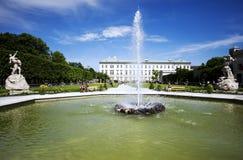 Rückseite des Mirabell-Palastes mit Brunnen in Salzburg Lizenzfreies Stockfoto