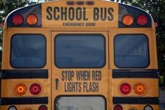 Rückseite des Schulbusses stockbild