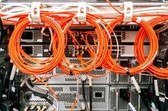 Rückseite des Servergestells, Kabel Lizenzfreie Stockbilder