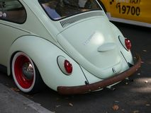 Rückseite eines alten weißen Volkswagen Beetle-Autos lizenzfreie stockfotos
