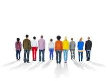 Rückseiten des multiethnischen Leute-und Kopien-Raumes lizenzfreies stockbild