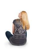 Rückseitige Ansicht des schönen Sitzens der jungen Frau Lizenzfreies Stockfoto