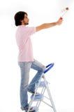 Rückseitige Haltung des Mannes mit Lackrolle Lizenzfreie Stockbilder