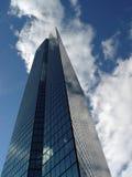 Rückseitiger Schacht-Wolkenkratzer Stockbilder