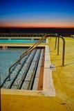 Rücksortierung-Pool am Sonnenaufgang Stockfotografie