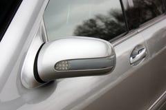 Rückspiegel Silbernes Auto stockbilder