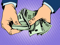 Rückzahlungsbargeld in der Hand Stockfoto