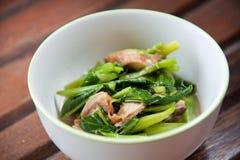 Rühren-gebratenes buntes Gemüse und Kraut der Mischung Stockbild