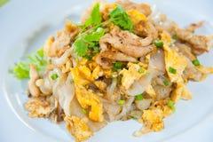 Rühren Sie gebratene Nudeln mit Ei, Schweinefleisch, vetgetables Lizenzfreie Stockbilder