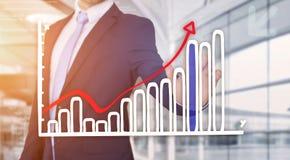Rührende Technologieschnittstelle des Geschäftsmannes mit Finanzkurve a Lizenzfreies Stockfoto