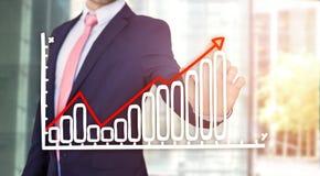 Rührende Technologieschnittstelle des Geschäftsmannes mit Finanzkurve a Lizenzfreie Stockbilder