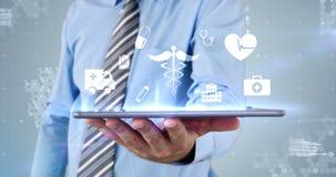Rührende virtuelle Ikone der digitalen Schnittstelle des Geschäftsmannes auf digitaler Tablette