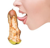 Rührende Zunge des Mädchens zu den Stückchen des Birne ähnlichen Dildo Lizenzfreies Stockfoto