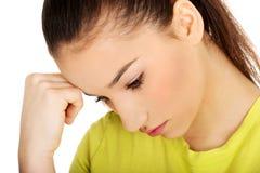 Rührender Kopf der deprimierten jugendlich Frau Stockbild