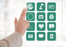 Rührender Schnittstellenschirm Doktors mit medizinischen Ikonen Lizenzfreie Stockfotos