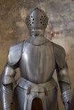 Rüstung im mittelalterlichen Gebäude Stockbild