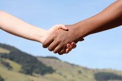 Rütteln der Hände für Frieden Stockfotos