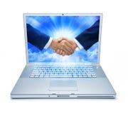 Rütteln der Hände unter Verwendung der Technologie Lizenzfreie Stockfotos