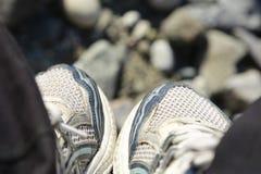 Rüttelnde Schuhe Lizenzfreie Stockbilder