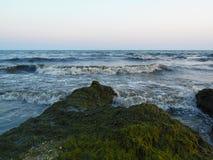 ręce na plażę dezerterujący wyspy matki syn morskiego określa burzę Zdjęcie Royalty Free