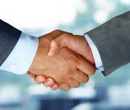 ręce przedsiębiorstw występować samodzielnie ręka człowieka drgawki biała kobieta Obraz Stock