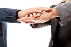 ręce przedsiębiorstw zespołu ich razem Zdjęcie Stock