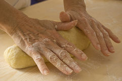 ręczna robota chleba. obraz royalty free
