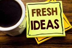 Ręcznie pisany tekst pokazuje Świeżych pomysły Biznesowy pojęcie dla Myślącej inspiraci Inspiruje twórczość pisać na kleistym nut fotografia royalty free