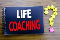 Ręcznie pisany tekst pokazuje życia trenowanie Biznesowy pojęcia writing dla ogłoszenie towarzyskie trenera pomocy Pisać na notep zdjęcia royalty free