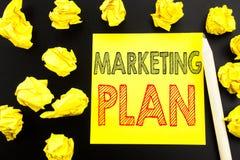 Ręcznie pisany tekst pokazuje Marketingowego plan Biznesowy pojęcia writing dla Planować Pomyślną strategię pisać na kleistym nut obrazy stock