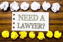Ręcznie pisany teksta seansu potrzeba prawnik Biznesowy pojęcie dla rzecznictwo sprawiedliwości pomocy Pisać na kleistej notatce, Zdjęcia Stock