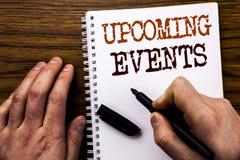 Ręcznie pisany teksta seansu słowa Nadchodzący wydarzenia Biznesowy pojęcie dla Nominacyjnej agendy listy Pisać na pastylka lapto Obraz Royalty Free