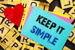 Ręcznie pisany teksta seansu utrzymanie Ja Prosty Konceptualnej fotografii prostoty strategii podejścia Łatwa zasada pisać na kol obrazy stock