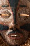 Ręcznie robiony afrykanin maska z arkanami symuluje włosy Twarz ludzka Ja Fotografia Stock