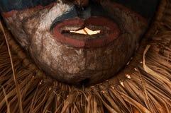 Ręcznie robiony afrykanin maska z arkanami symuluje włosy Twarz ludzka Ja Zdjęcia Royalty Free