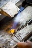 Ręcznie robiony obrączka ślubna złotnika rzemieślnikiem Obraz Stock