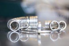 Ręcznie robiony obrączka ślubna złotnika rzemieślnikiem Zdjęcia Stock