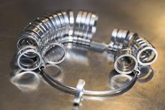 Ręcznie robiony obrączka ślubna złotnika rzemieślnikiem Obraz Royalty Free