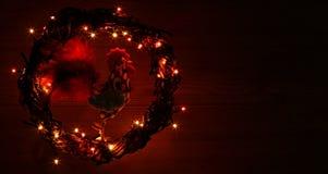 Ręcznie robiony rzemiosło koguty dekoracje Szczęśliwego nowego roku i Wesoło bożych narodzeń szablonu wakacyjna karta Zdjęcia Royalty Free