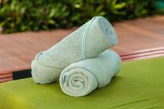 Ręcznik na krzesło pływackim basenie Obrazy Stock