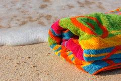 Ręcznik plaża na piaskowatej plaży Zdjęcie Stock