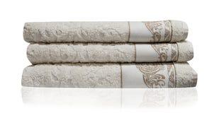 Ręcznika bielu skąpania sterty odosobniony tło Obrazy Stock